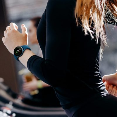 galaxy-watch-active-tracking-activities-health-fitness-running-women